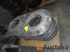 (+/-) 11 truck rims, 11 tires various, various parts mudguard, 4 truck batteries and two for car