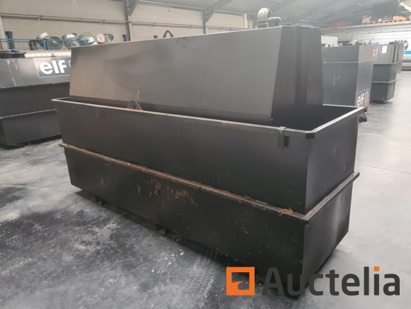 1500 and 2500 liter oil tanks with retention tank