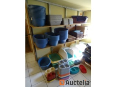 230 Items: baskets, bowls, litter bins for dogs and cats