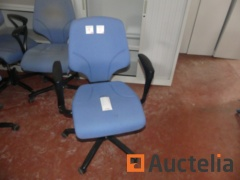 28 Office chairs with castors and armrests Giroflex 64