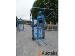 3T Adjustable pallet Fork with safety chains