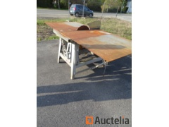 AVOLA construction Circular saw on table with extension cords