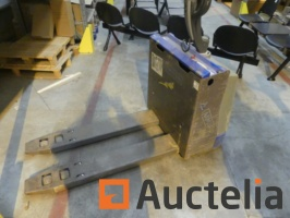 electric-pallet-truck-to-be-reconditioned-or-for-parts-815610G.jpg
