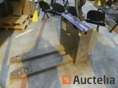 Electric Pallet truck to be reconditioned or for parts