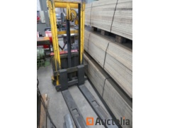 FENWICK PHAES Electric stacker on Sector