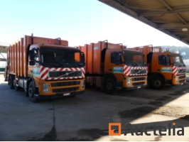 garbage-trucks-and-containers-670113G.jpg