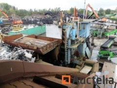 Hydraulic scrap metal shears MBH with transport strip