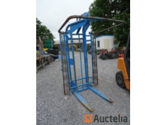 pallet 2T Fork with safety chains