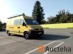 Renault MASTER van with trailer hitch and roof gallery